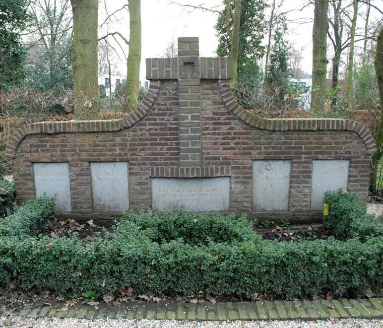 Het grafmonument op begraafplaats Kerkveld.