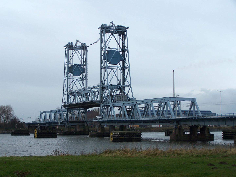 De (oude) Botlekbrug in 2008.